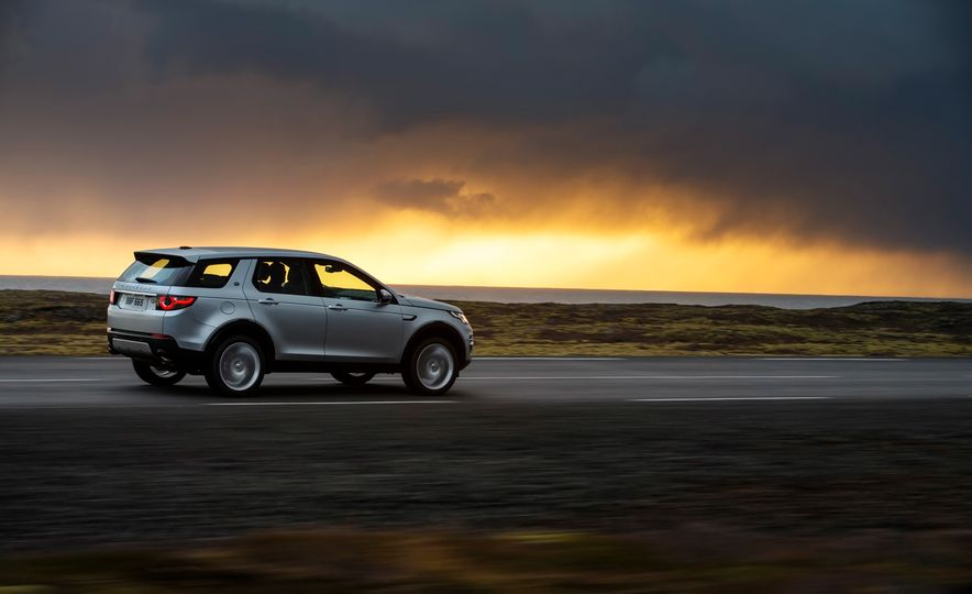 2015 Land Rover Discovery Sport - Slide 7