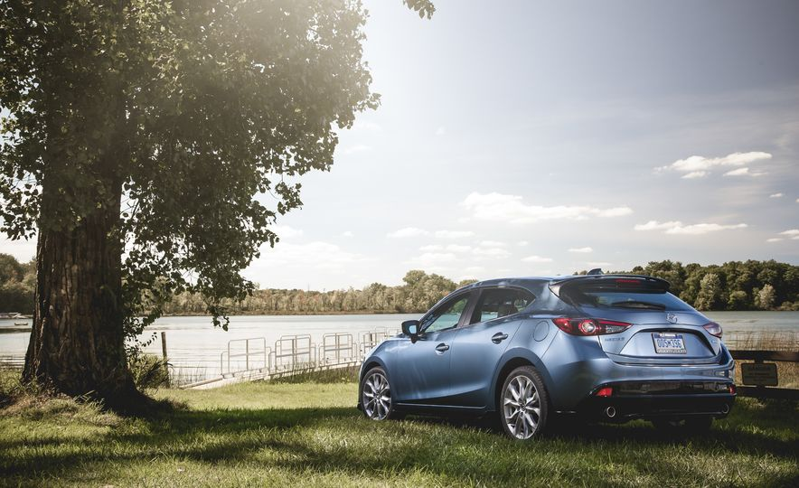 2015 Mazda 3 2.5L hatchback - Slide 23