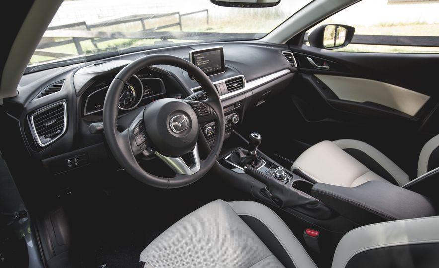 2015 Mazda 3 2.5L hatchback - Slide 1