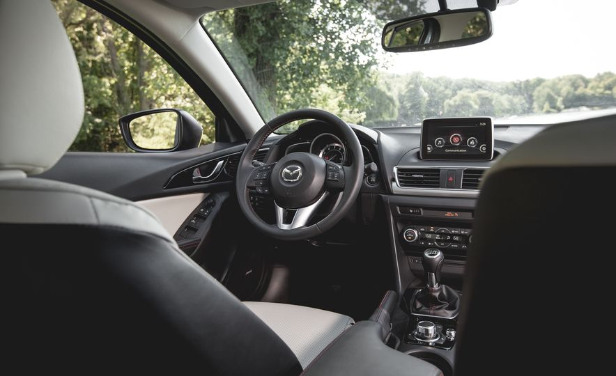 2015 Mazda 3 2.5L hatchback - Slide 7