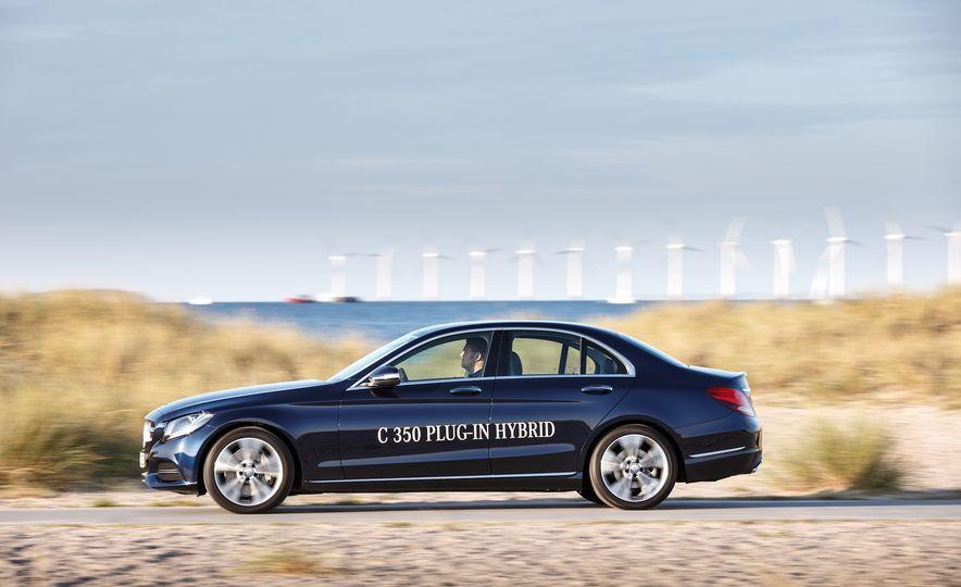 2015 Mercedes-Benz C350e plug-in hybrid - Slide 7