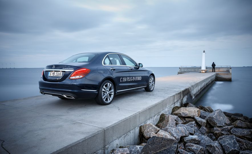 2015 Mercedes-Benz C350e plug-in hybrid - Slide 10