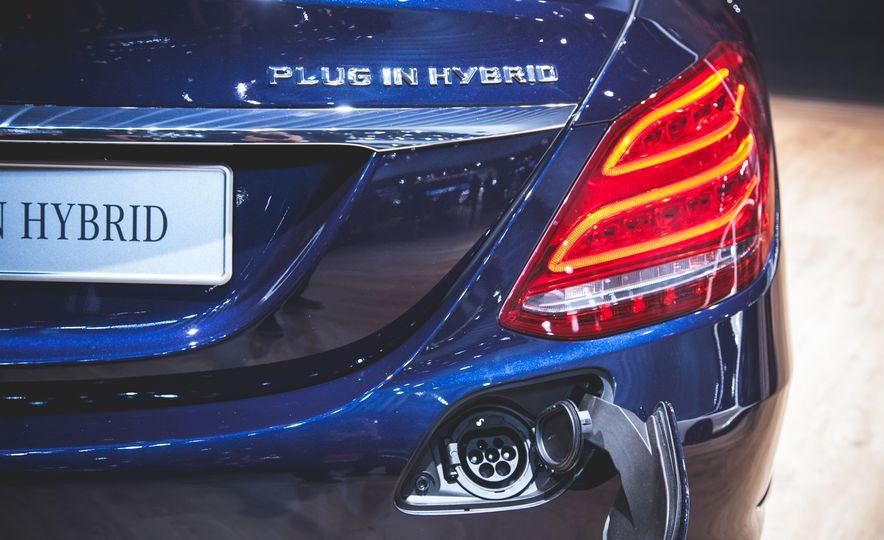 2015 Mercedes-Benz C350e plug-in hybrid - Slide 3