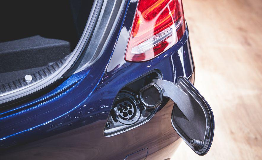 2015 Mercedes-Benz C350e plug-in hybrid - Slide 4