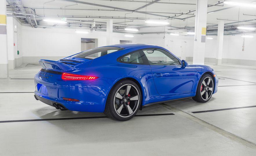 2015 Porsche 911 GTS Club Coupe - Slide 2