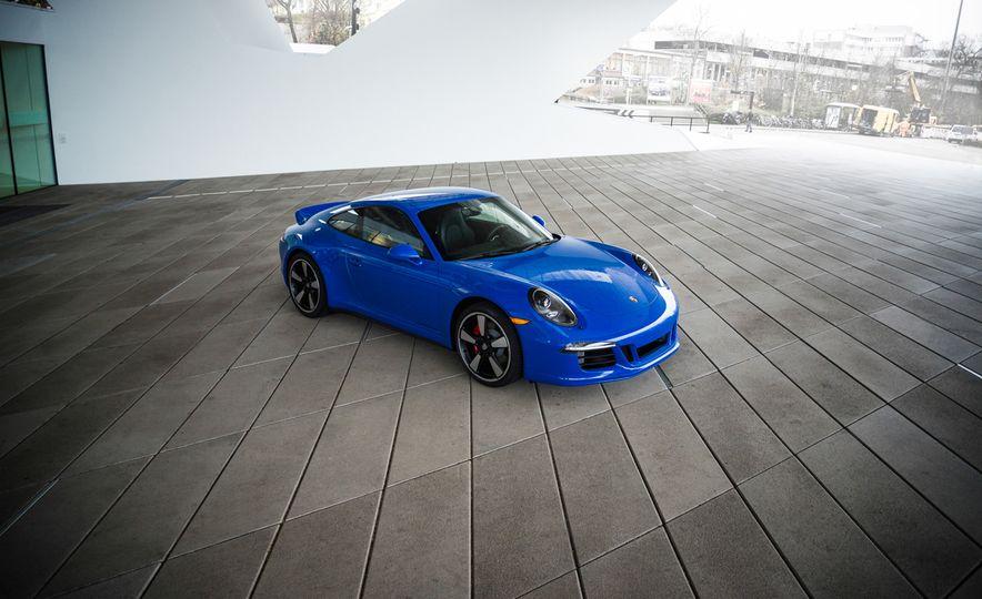 2015 Porsche 911 GTS Club Coupe - Slide 3