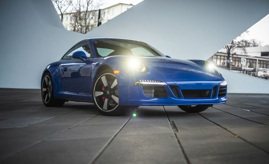 2015 Porsche 911 GTS Club Coupe - Slide 4