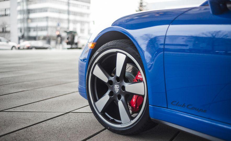 2015 Porsche 911 GTS Club Coupe - Slide 7