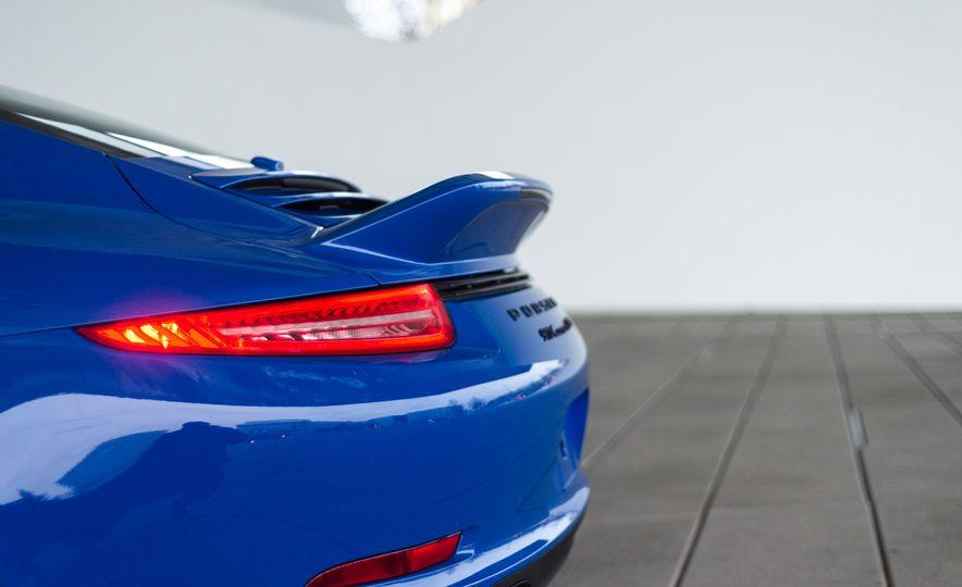 2015 Porsche 911 GTS Club Coupe - Slide 8