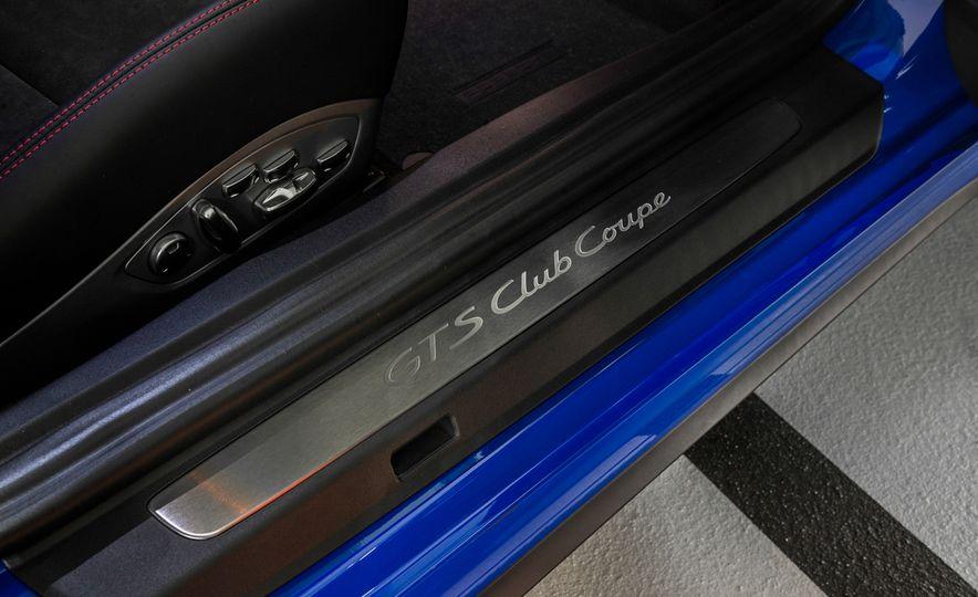 2015 Porsche 911 GTS Club Coupe - Slide 12