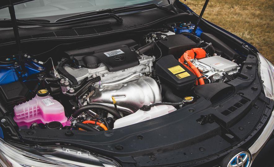 2015 Toyota Camry SE hybrid - Slide 22