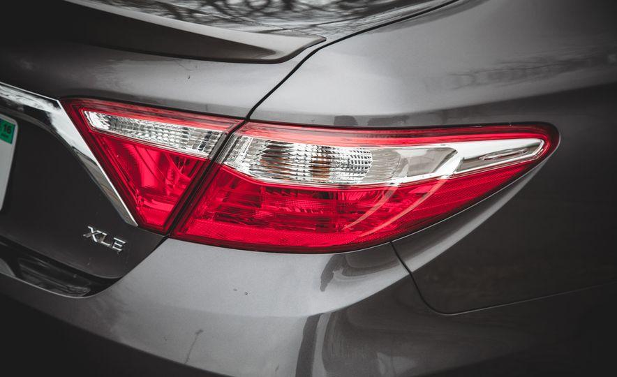2015 Toyota Camry XLE - Slide 14