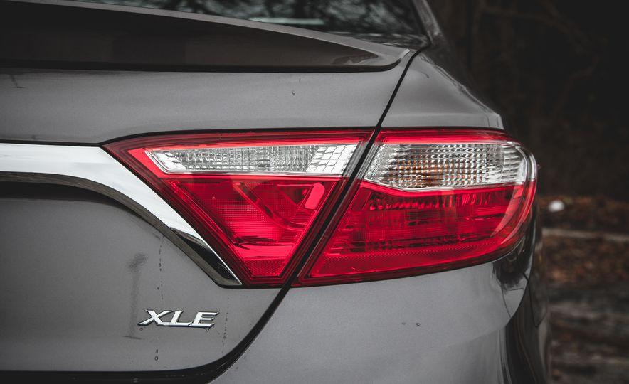 2015 Toyota Camry XLE - Slide 15