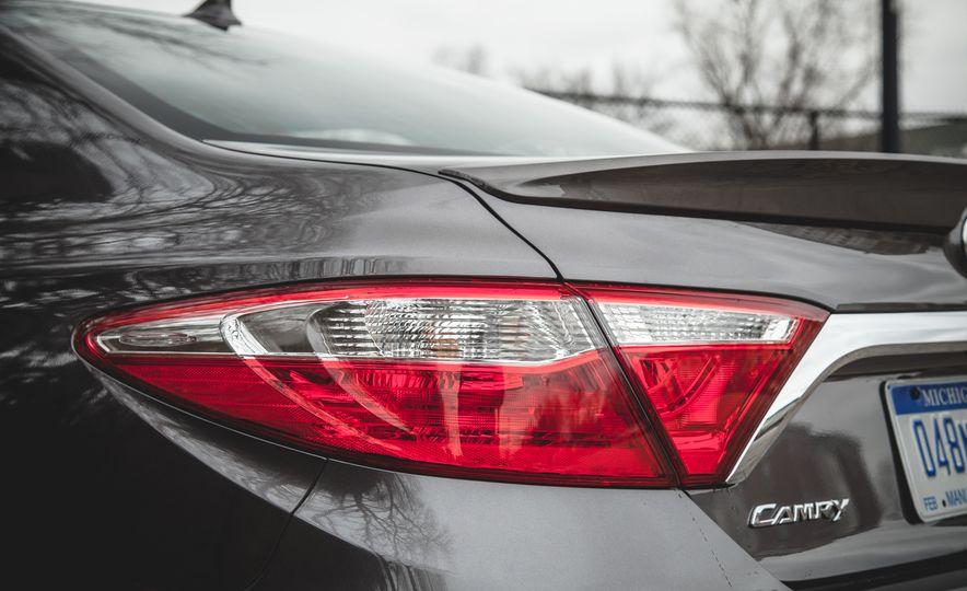 2015 Toyota Camry XLE - Slide 17