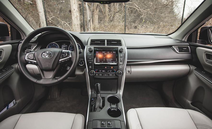 2015 Toyota Camry XLE - Slide 19