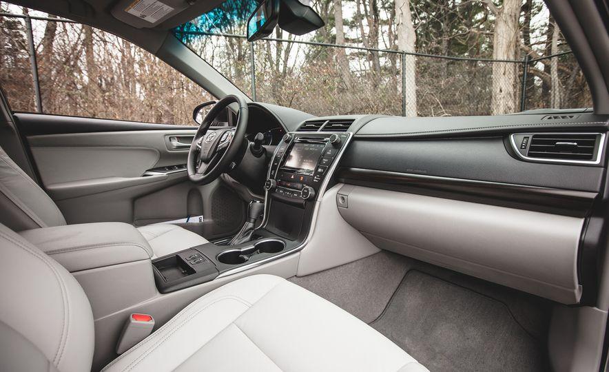 2015 Toyota Camry XLE - Slide 20