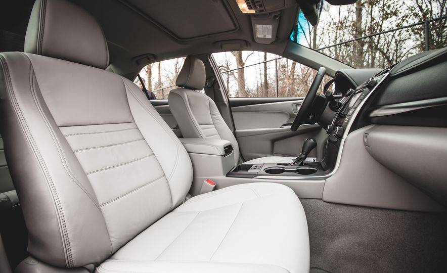 2015 Toyota Camry XLE - Slide 22