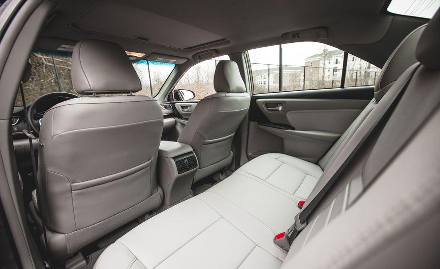 2015 Toyota Camry XLE - Slide 24