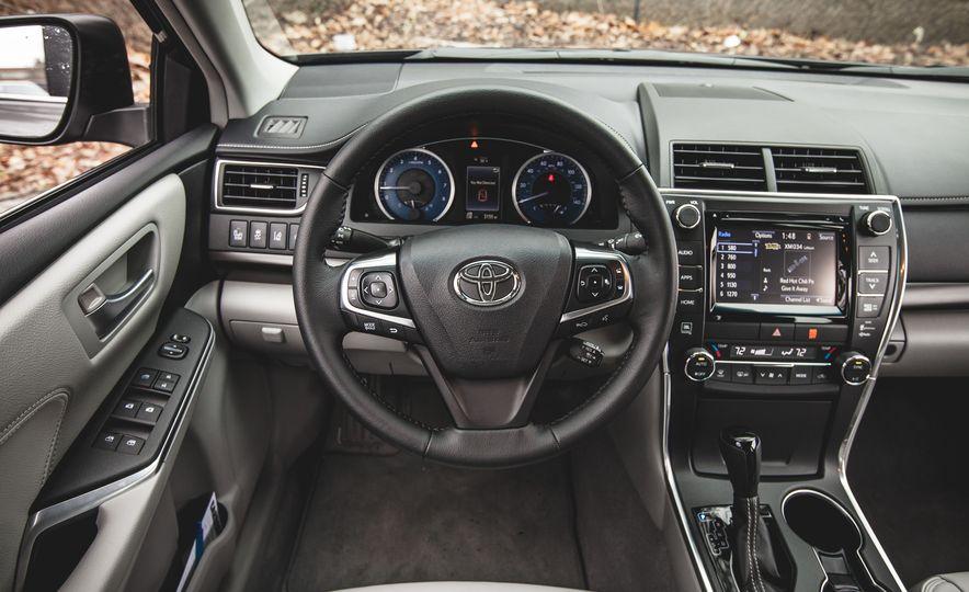 2015 Toyota Camry XLE - Slide 26