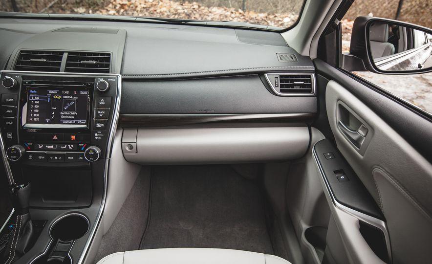 2015 Toyota Camry XLE - Slide 27