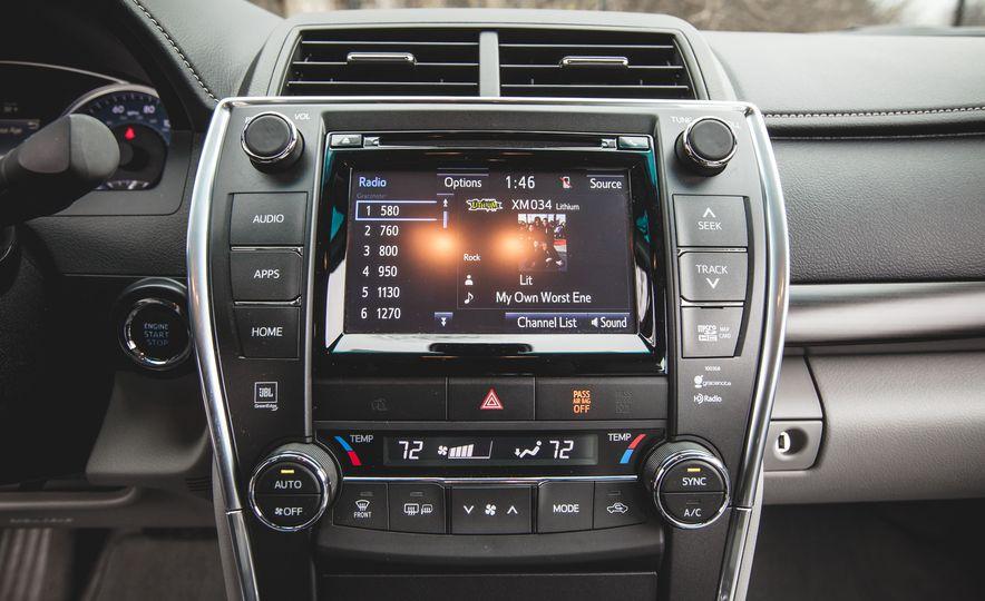2015 Toyota Camry XLE - Slide 30