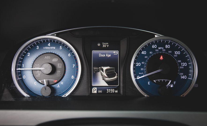 2015 Toyota Camry XLE - Slide 32