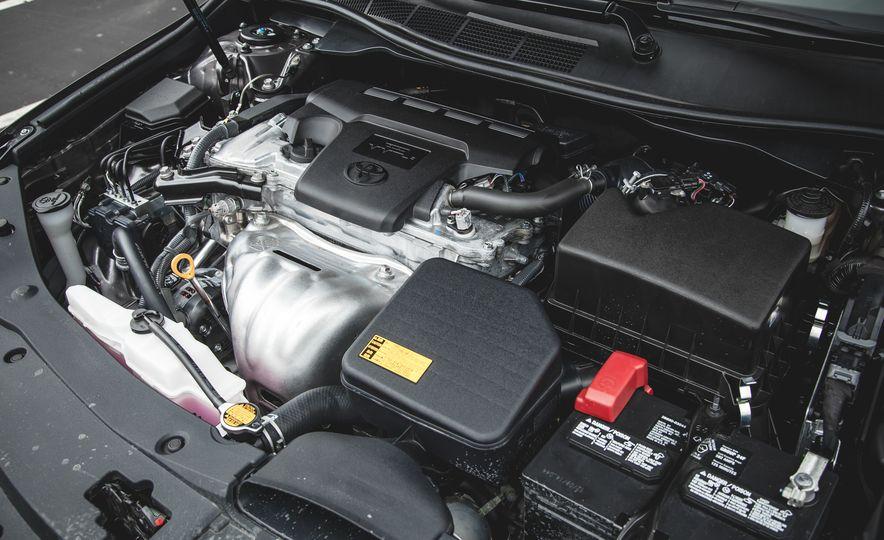 2015 Toyota Camry XLE - Slide 33