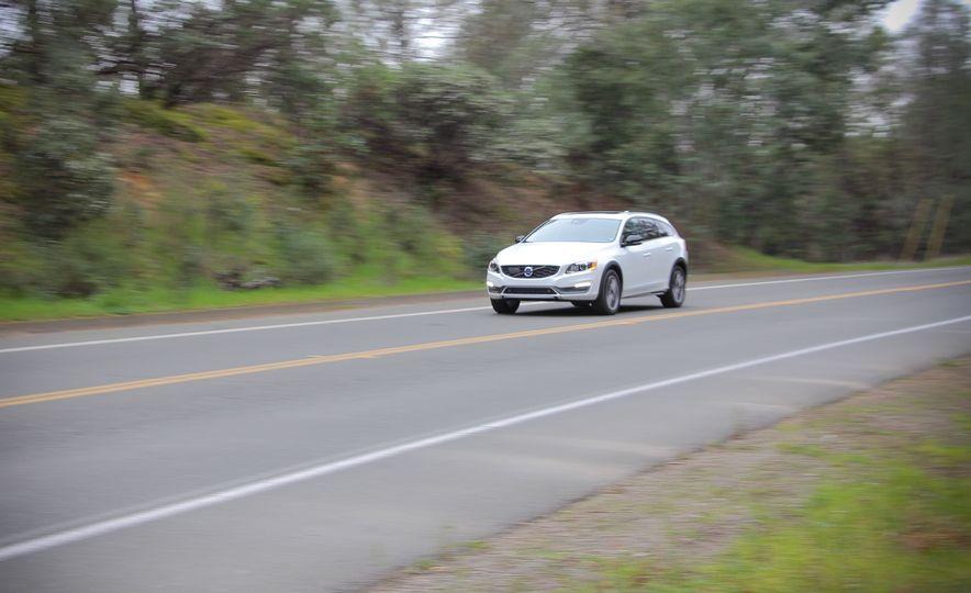 2015 Volvo V60 Cross Country - Slide 1