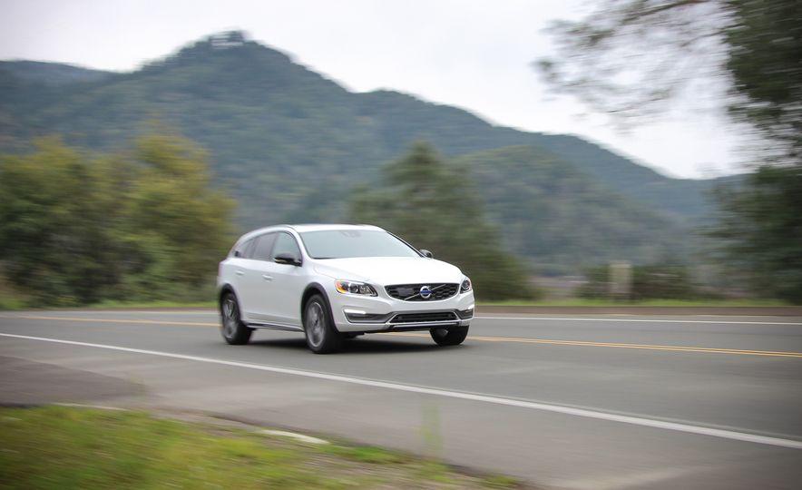 2015 Volvo V60 Cross Country - Slide 2