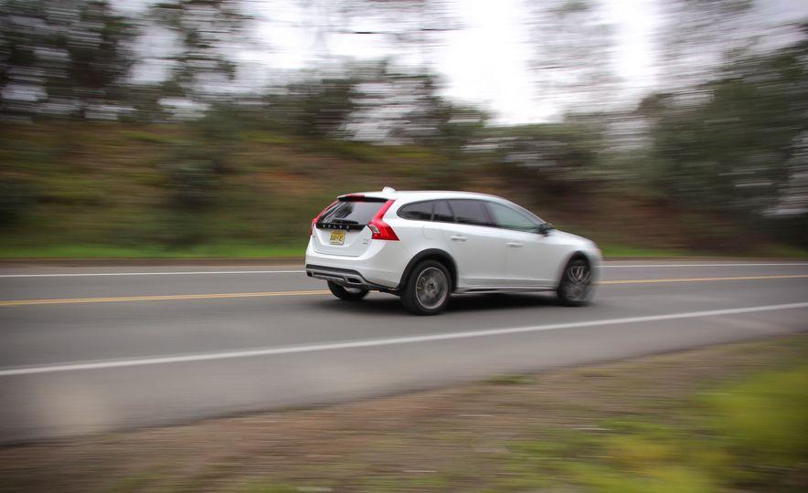 2015 Volvo V60 Cross Country - Slide 5