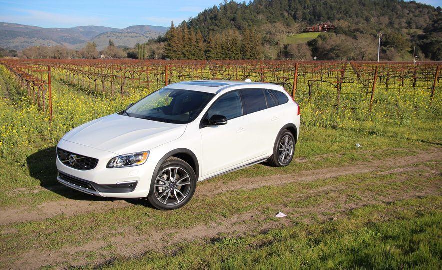 2015 Volvo V60 Cross Country - Slide 6