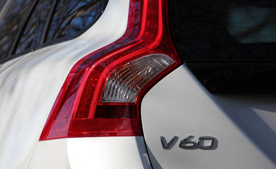 2015 Volvo V60 Cross Country - Slide 32
