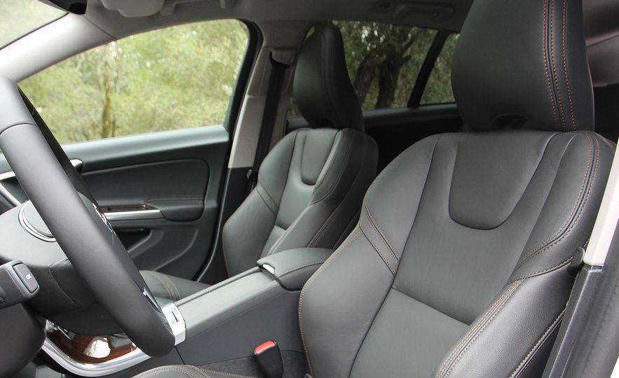 2015 Volvo V60 Cross Country - Slide 35