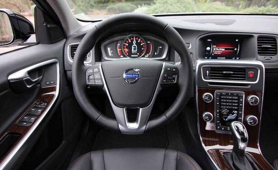 2015 Volvo V60 Cross Country - Slide 39