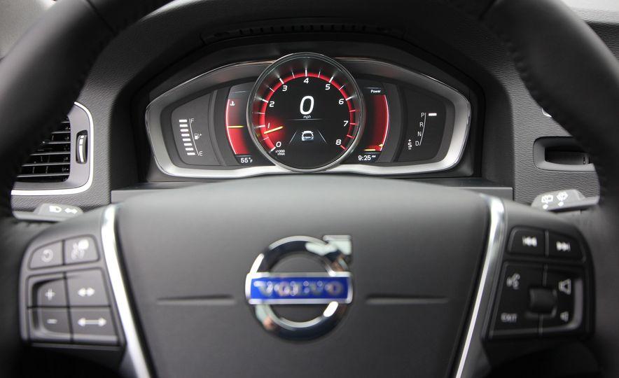 2015 Volvo V60 Cross Country - Slide 41