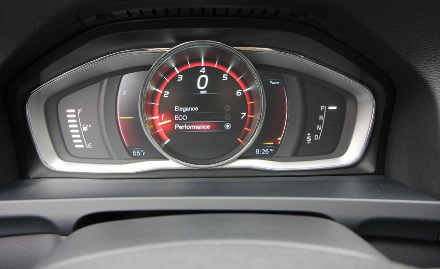 2015 Volvo V60 Cross Country - Slide 43