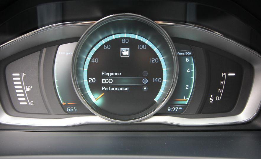 2015 Volvo V60 Cross Country - Slide 44