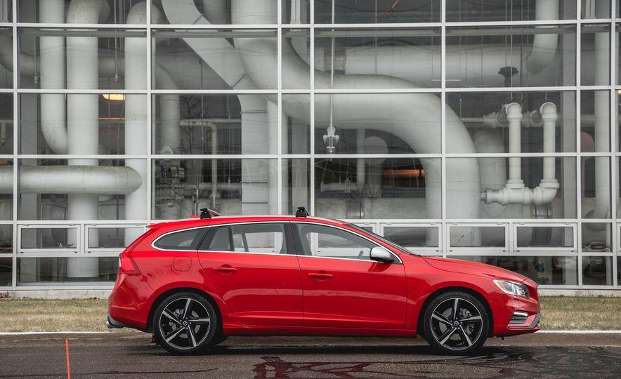 2015 Volvo V60 T6 R-Design - Slide 7