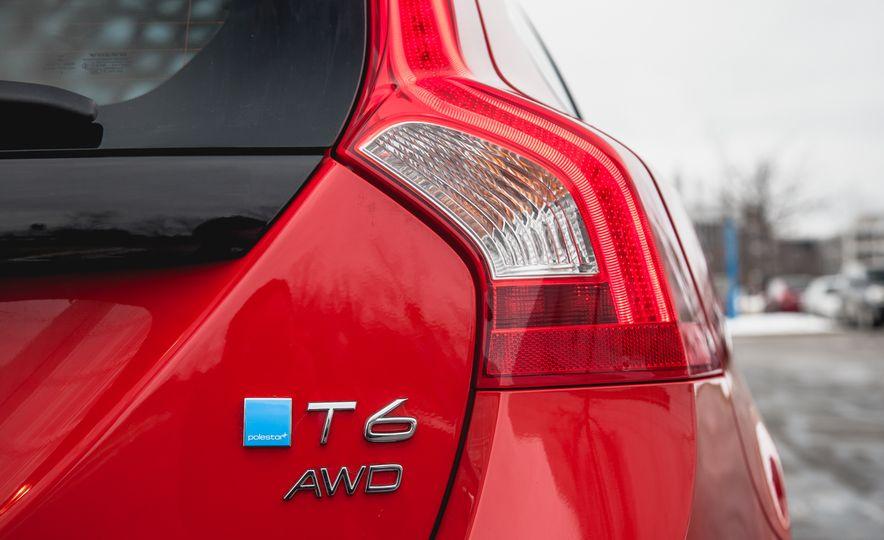 2015 Volvo V60 T6 R-Design - Slide 16