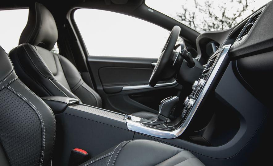 2015 Volvo V60 T6 R-Design - Slide 20