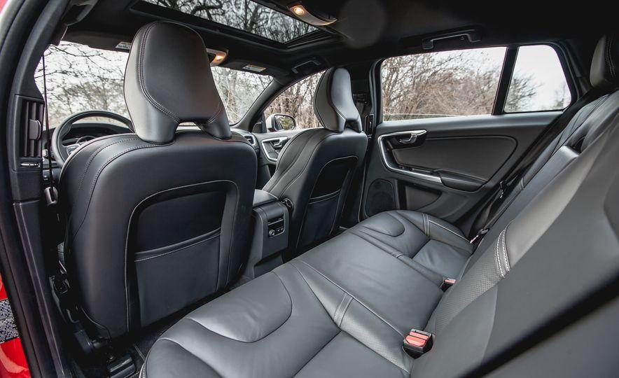 2015 Volvo V60 T6 R-Design - Slide 25