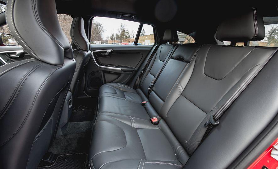 2015 Volvo V60 T6 R-Design - Slide 26