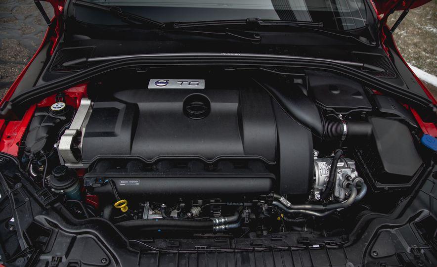 2015 Volvo V60 T6 R-Design - Slide 34