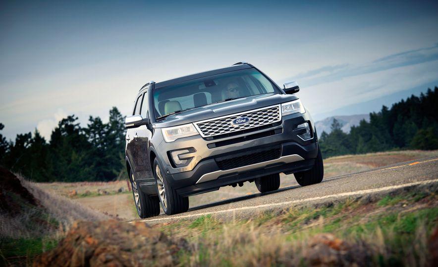 2016 Ford Explorer Platinum 4WD - Slide 1