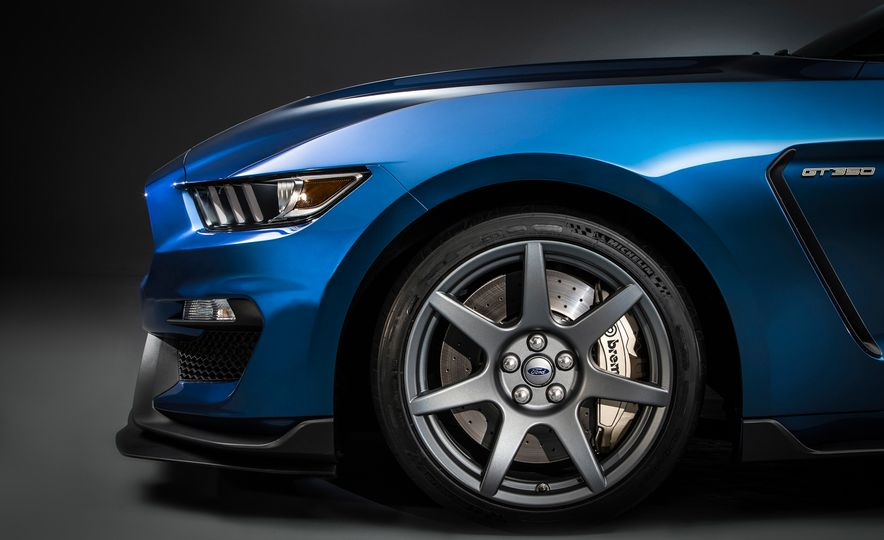 2016 Ford Mustang Shelby GT350R - Slide 8