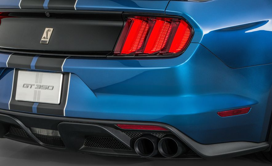 2016 Ford Mustang Shelby GT350R - Slide 33