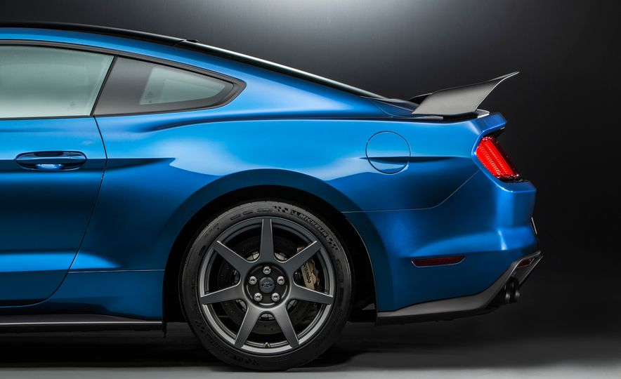 2016 Ford Mustang Shelby GT350R - Slide 34