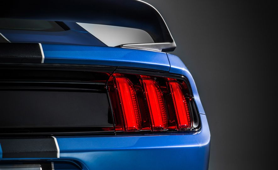 2016 Ford Mustang Shelby GT350R - Slide 13