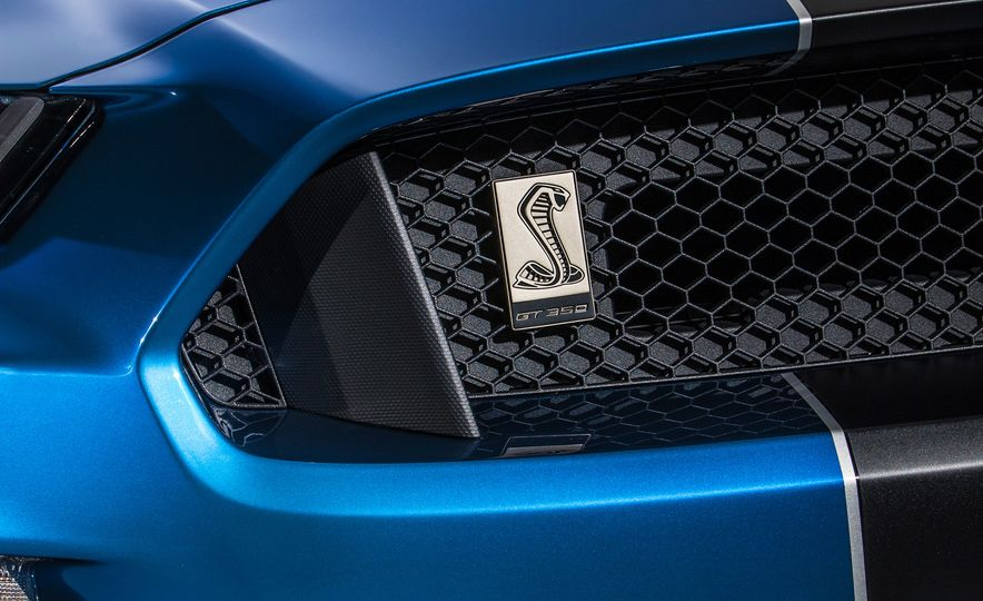 2016 Ford Mustang Shelby GT350R - Slide 39