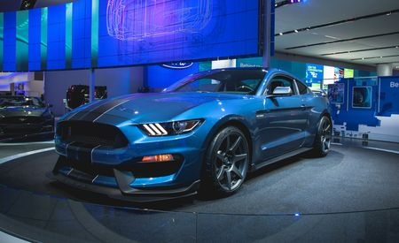 2016 Ford Mustang Shelby GT350R: Ready to Slaughter Racetracks Near You – Official Photos and Info